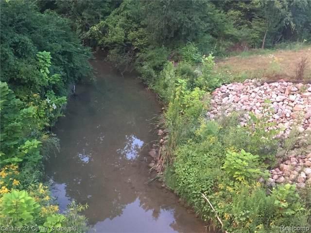 23712 W Thirteen Mile Road, Bingham Farms Vlg, MI 40025 (#2200061695) :: BestMichiganHouses.com