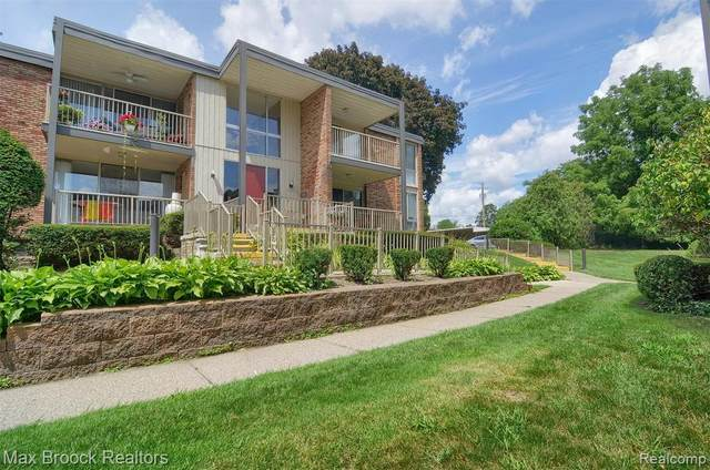 4043 W Maple Rd Apt D104 #104, Bloomfield Twp, MI 48301 (#2200061743) :: GK Real Estate Team