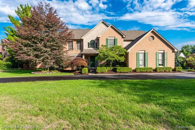 5958 Orchard Woods Drive, West Bloomfield Twp, MI 48324 (#2200061864) :: RE/MAX Nexus