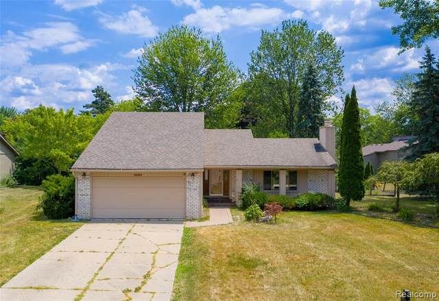 5683 Perrytown Drive, West Bloomfield Twp, MI 48322 (#2200061950) :: The Alex Nugent Team | Real Estate One