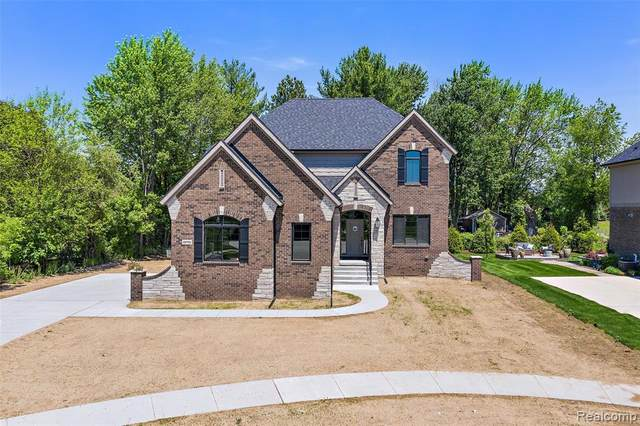 48761 Pinebrook Drive, Shelby Twp, MI 48315 (#2200062110) :: The Alex Nugent Team | Real Estate One