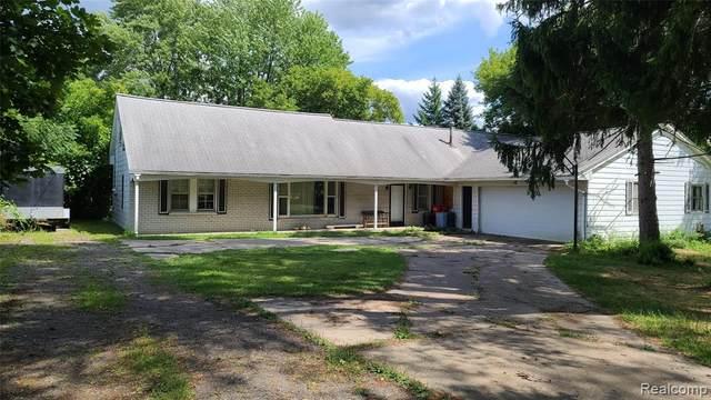 6225 Farmington Road, West Bloomfield Twp, MI 48322 (#2200062490) :: The Alex Nugent Team | Real Estate One