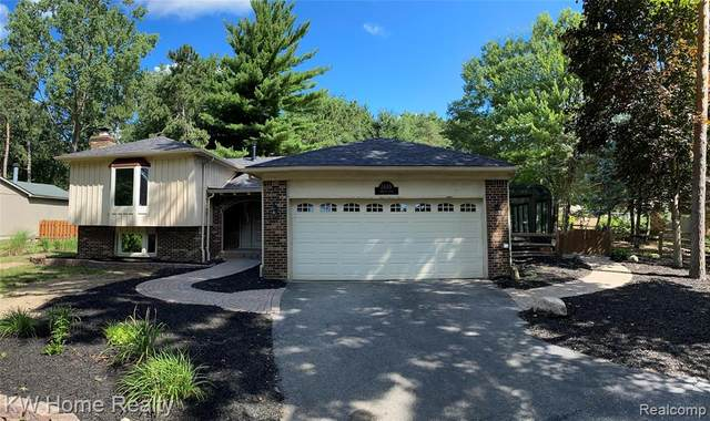 2445 E Oakley Park Road, Commerce Twp, MI 48390 (#2200062601) :: Keller Williams West Bloomfield