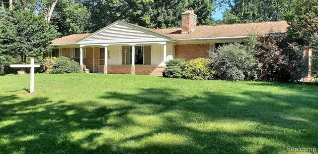 450 N Lake Angelus Road, Auburn Hills, MI 48326 (MLS #2200062664) :: The Toth Team