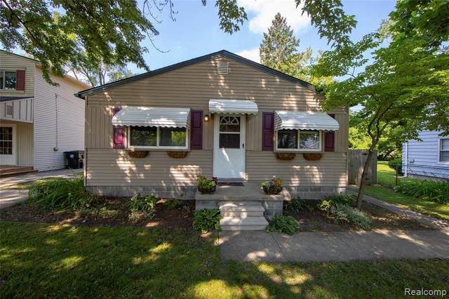 20045 Indian, Redford Twp, MI 48240 (MLS #2200062682) :: The John Wentworth Group