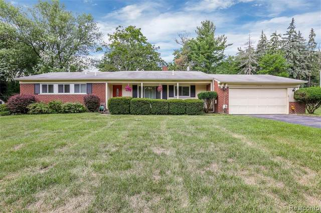 7046 Brookridge Drive, West Bloomfield Twp, MI 48322 (#2200062807) :: RE/MAX Nexus