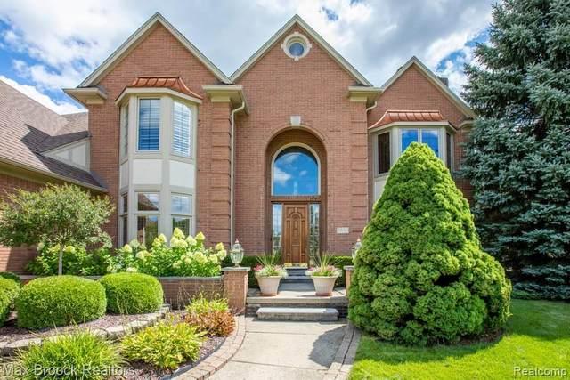 5550 Springbrook Drive, Troy, MI 48098 (#2200062813) :: The Alex Nugent Team | Real Estate One