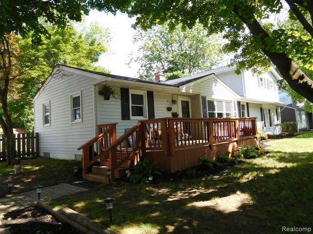 490 Oakland Street, Orion Twp, MI 48362 (#2200062875) :: The Alex Nugent Team | Real Estate One