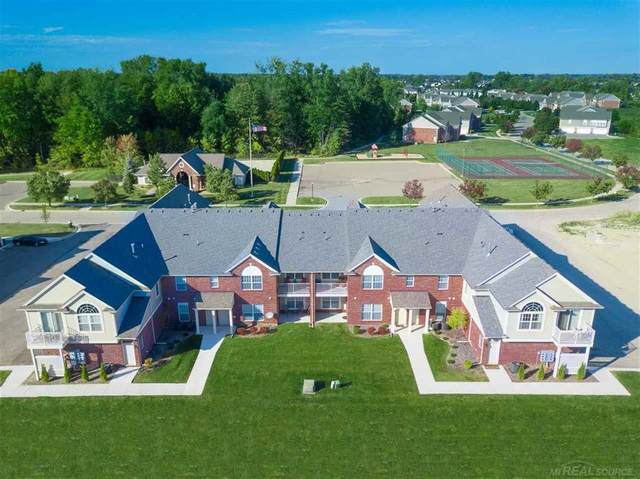 51843 East Pointe Lane #24, Chesterfield Twp, MI 48051 (#58050019890) :: The BK Agency