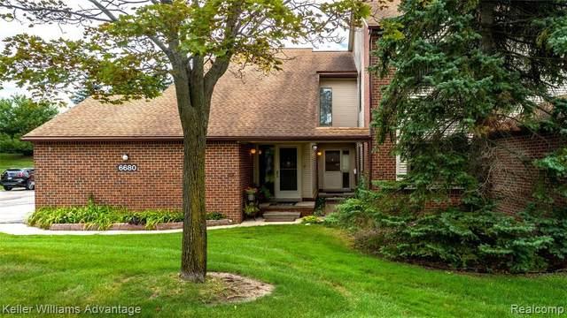 6680 Ridgefield Circle #101, West Bloomfield Twp, MI 48322 (#2200063442) :: Duneske Real Estate Advisors