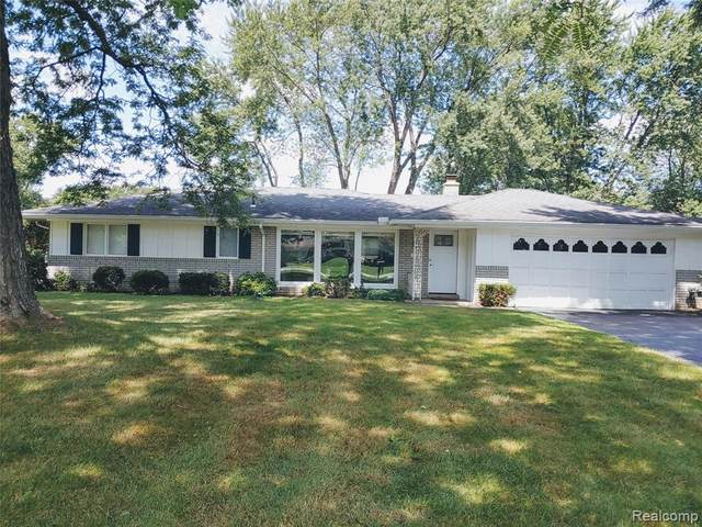 72 Kirk Lane Drive, Troy, MI 48084 (#2200063461) :: Novak & Associates