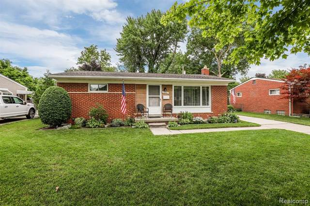 5501 W Brookside Drive, Dearborn Heights, MI 48125 (#2200063512) :: The Alex Nugent Team | Real Estate One