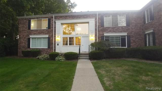 538 E Fox Hills Drive, Bloomfield Twp, MI 48304 (#2200063541) :: Novak & Associates