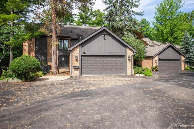 1931 Pine Ridge Lane, Bloomfield Twp, MI 48302 (#2200063542) :: Novak & Associates
