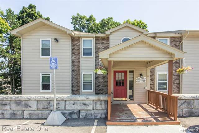5092 Harbor Oak Dr # 35, Waterford Twp, MI 48329 (#2200063738) :: Novak & Associates