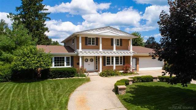 16 Crestwood, Village of Grosse Pointe Shores, MI 48236 (#58050020062) :: The Alex Nugent Team | Real Estate One