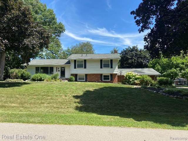 30064 Old Bedford Street, Farmington Hills, MI 48331 (#2200063968) :: Novak & Associates