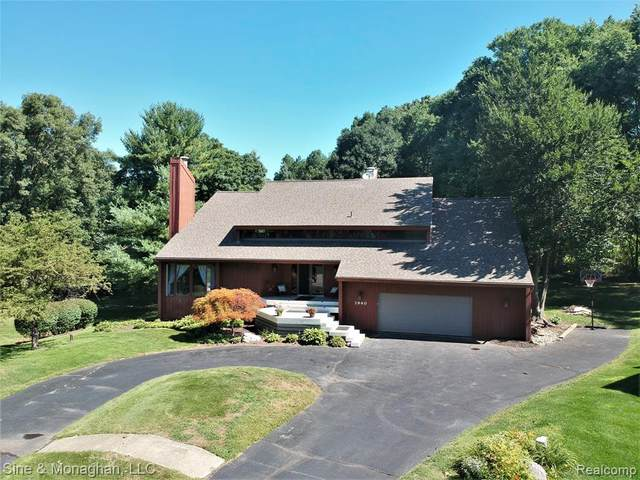 3940 Hunt Club Court, Shelby Twp, MI 48316 (#2200064026) :: The Alex Nugent Team   Real Estate One
