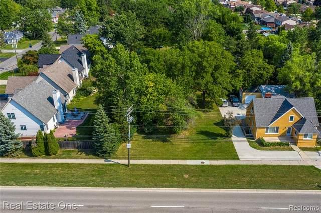 2467 E Maple, Troy, MI 48083 (#2200064079) :: Duneske Real Estate Advisors