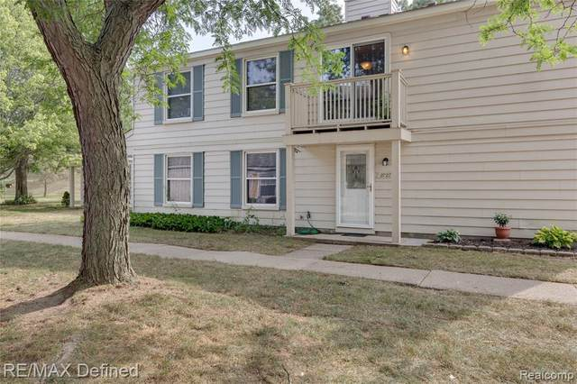 2727 Fox Hollow Court, Orion Twp, MI 48360 (#2200064211) :: The BK Agency