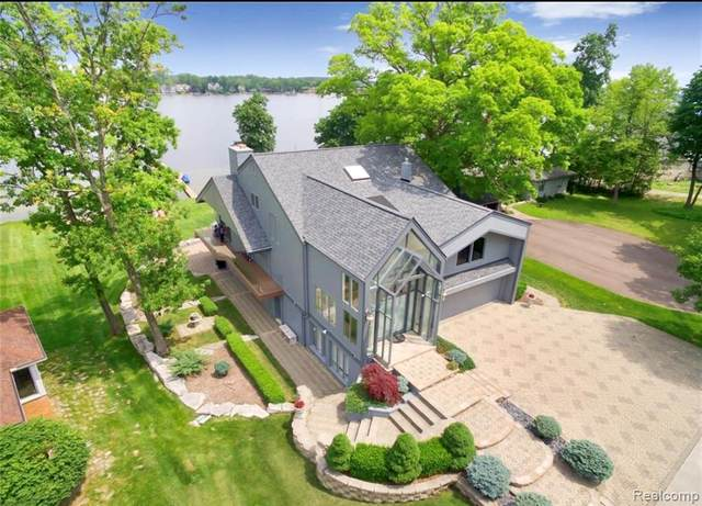 4810 Mandale Court, West Bloomfield Twp, MI 48324 (MLS #2200064371) :: The Toth Team