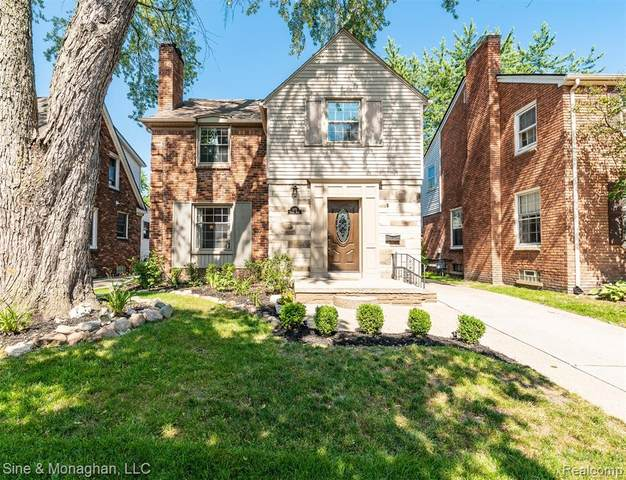 470 Fisher Road, Grosse Pointe Farms, MI 48230 (#2200064838) :: Alan Brown Group