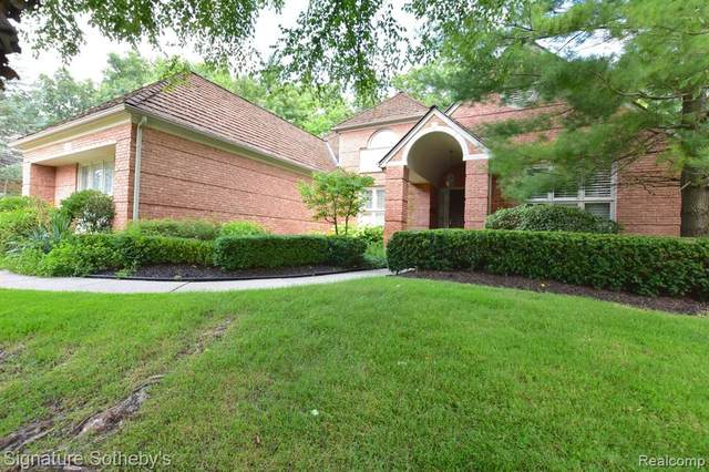 1140 Lone Pine Woods Drive, Bloomfield Twp, MI 48302 (#2200064853) :: The Mulvihill Group