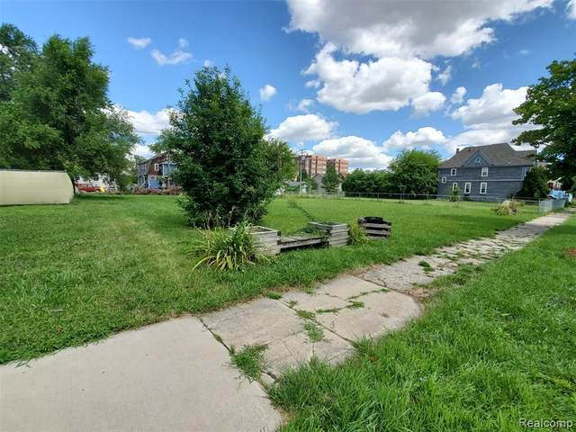690 W Philadelphia, Detroit, MI 48202 (MLS #2200065080) :: The John Wentworth Group