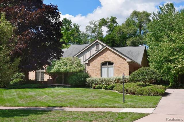4879 Moonglow Drive, Troy, MI 48098 (#2200065380) :: The Mulvihill Group
