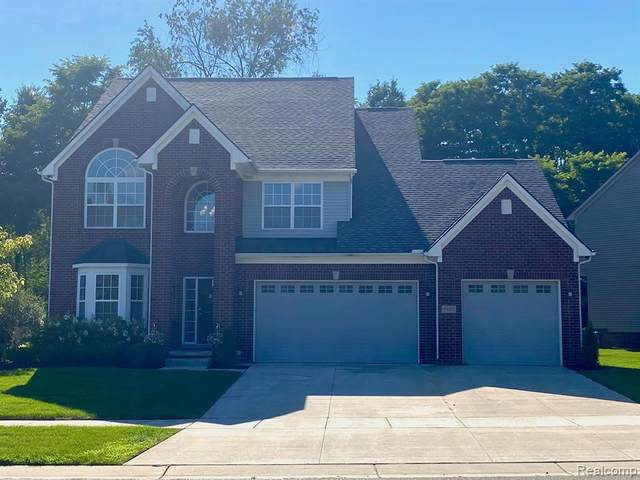5103 Carinas Way Court, Commerce Twp, MI 48382 (#2200065797) :: The BK Agency