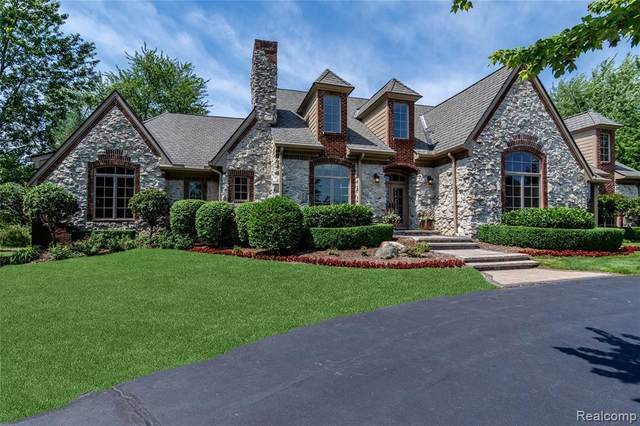 8242 Pine Hollow Court, Grand Blanc Twp, MI 48439 (#2200066109) :: BestMichiganHouses.com