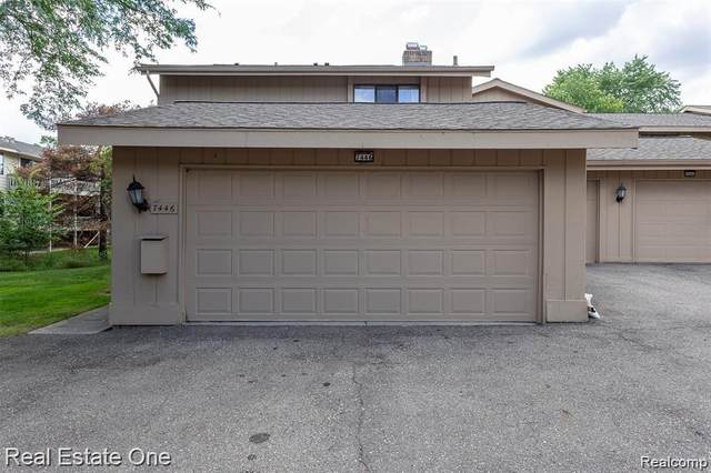 7446 Bridgeway, West Bloomfield Twp, MI 48322 (#2200066807) :: GK Real Estate Team