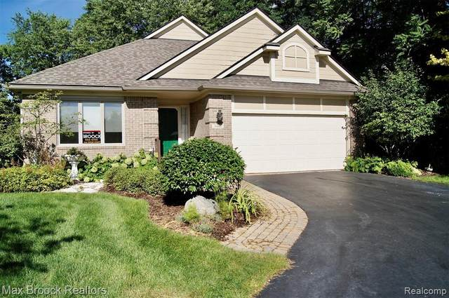 3448 Heron Pointe Court #37, Waterford Twp, MI 48328 (#2200067279) :: GK Real Estate Team
