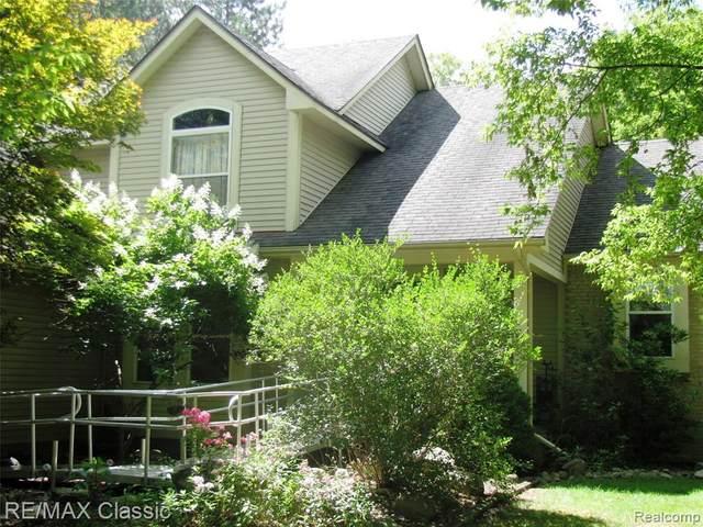 4923 Cooley Lake Crt, Commerce Twp, MI 48382 (#2200067622) :: GK Real Estate Team