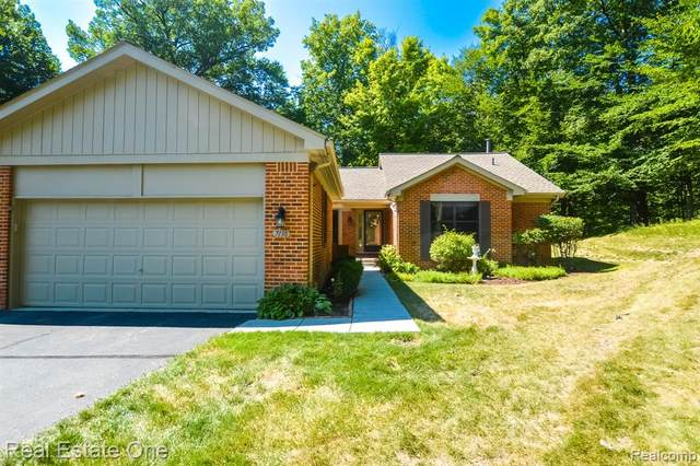 7138 Nottingham Court, West Bloomfield Twp, MI 48322 (#2200068698) :: RE/MAX Nexus