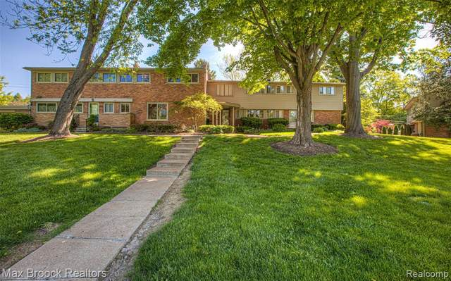 1064 Stratford Lane, Bloomfield Hills, MI 48304 (#2200069475) :: The Mulvihill Group