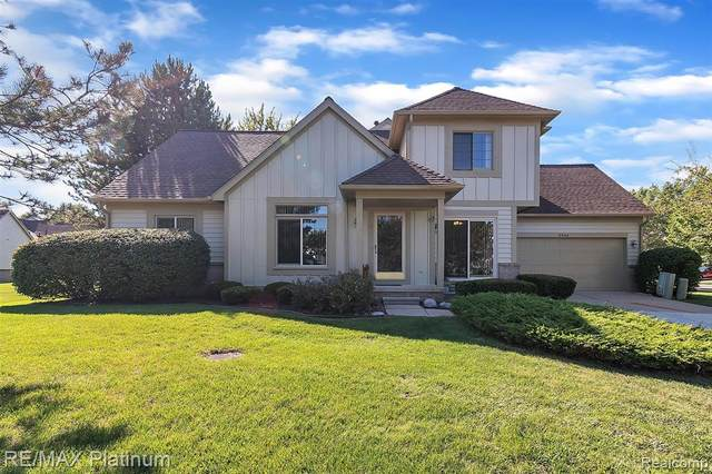 2644 Maple Forest Drive, Wixom, MI 48393 (#2200069757) :: Robert E Smith Realty