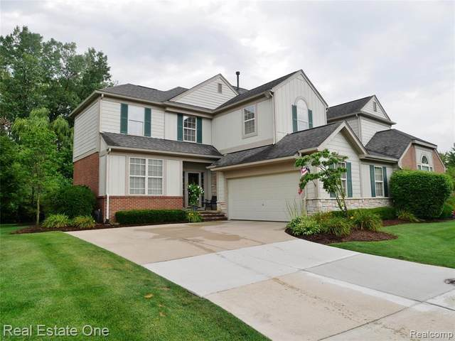 3697 Winding Brook Circle, Rochester Hills, MI 48309 (#2200069867) :: The BK Agency
