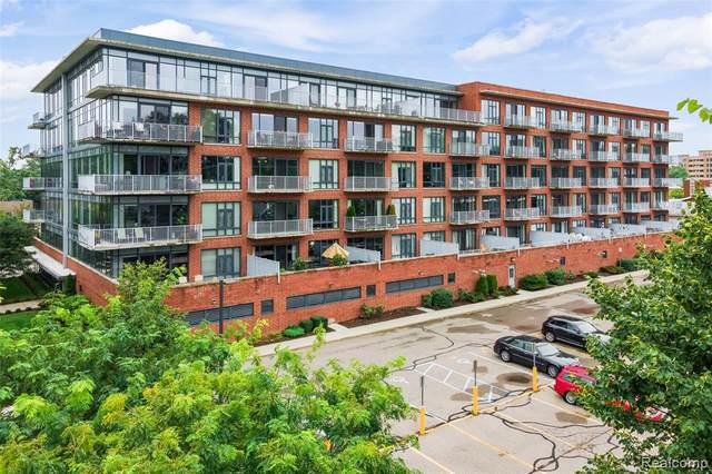 101 Curry Ave, Unit 404, Royal Oak, MI 48067 (#2200070676) :: Alan Brown Group