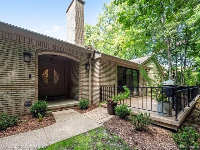1251 Manorwood Circle, Bloomfield Twp, MI 48304 (#2200071195) :: Novak & Associates