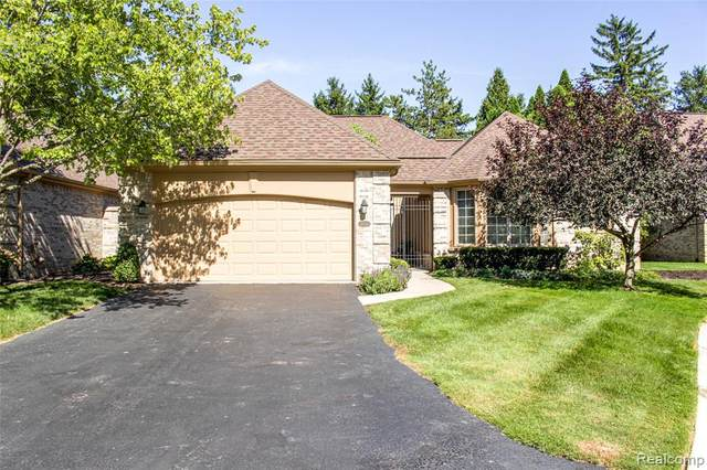 22019 Village Pines Drive, Beverly Hills Vlg, MI 48025 (#2200071239) :: The Mulvihill Group