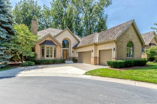 7 Gleneagles Court, Dearborn, MI 48120 (#2200071805) :: Novak & Associates