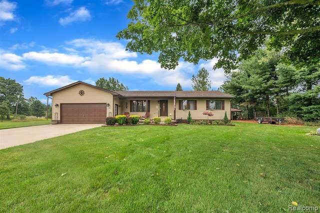 3876 Innisfree Road N, Oceola Twp, MI 48855 (#2200072228) :: Novak & Associates