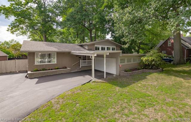 346 Dick Avenue, Sylvan Lake, MI 48341 (#2200072523) :: BestMichiganHouses.com