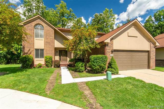 7428 Parkdale, West Bloomfield Twp, MI 48322 (#2200072969) :: The Mulvihill Group