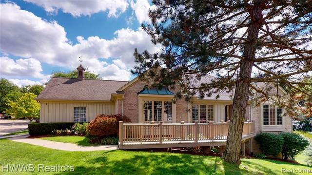 2417 Hickory Glen Drive, Bloomfield Hills, MI 48304 (#2200073012) :: Alan Brown Group