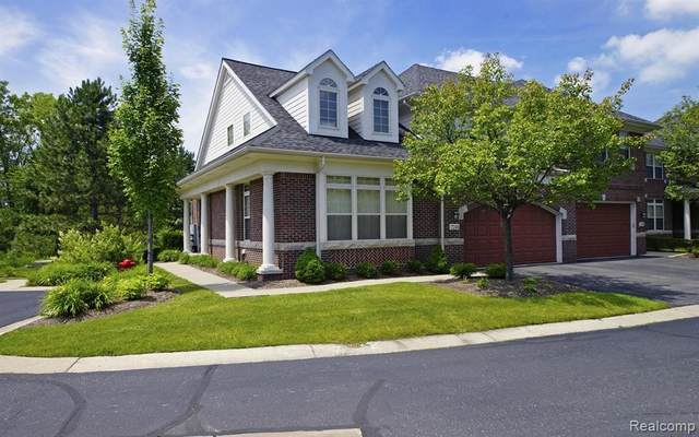 7246 Gateway Drive, West Bloomfield Twp, MI 48322 (#2200073411) :: Novak & Associates