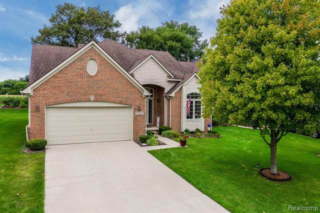 3255 Lochmore Court, Commerce Twp, MI 48382 (#2200073533) :: The BK Agency