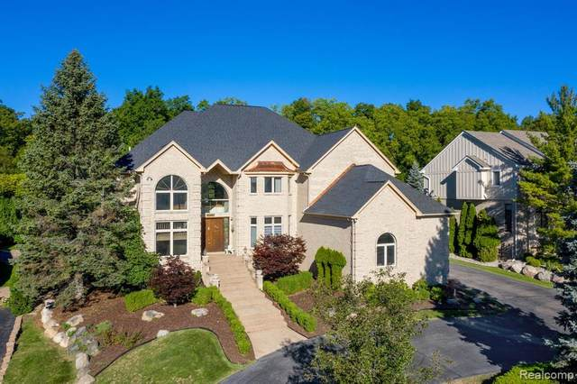 6072 N Creek Court, West Bloomfield Twp, MI 48322 (MLS #2200073652) :: The John Wentworth Group