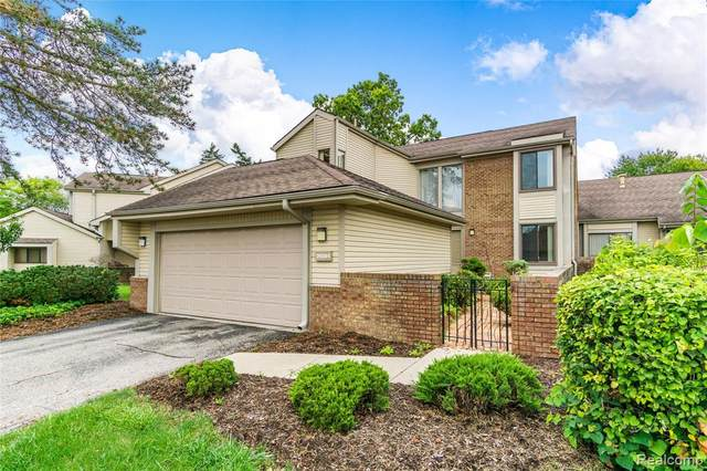 29201 E Chanticleer Drive, Southfield, MI 48034 (#2200073728) :: RE/MAX Nexus